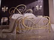 Итальянский комплект новый: кровать- матрасс-тумбочка-комод-пуф